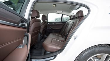 BMW 530e iPerformance - rear seats
