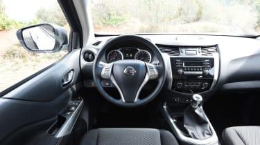 Nissan Navara Visia 2016 - interior