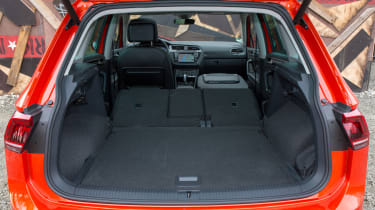 Volkswagen Tiguan 2016 - boot seats down 2