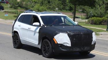 Jeep Cherokee 2018 facelift spy shots 5