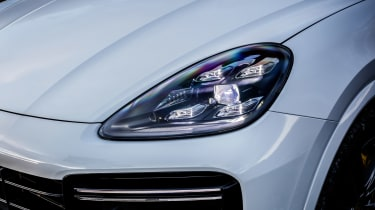 Porsche Cayenne Turbo - front light