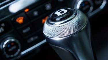 Bentley Flying Spur V8 S - gearstick