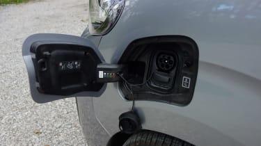 Peugeot e-Expert - charging port