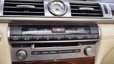 Lexus LS 600h interior detail