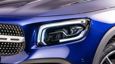 Mercedes GLB - studio front light