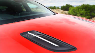 Kia Stinger - bonnet vents