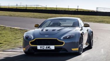 Aston Martin V12 Vantage S 2016 - track