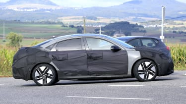 Hyundai Ioniq 6 - spyshot 11