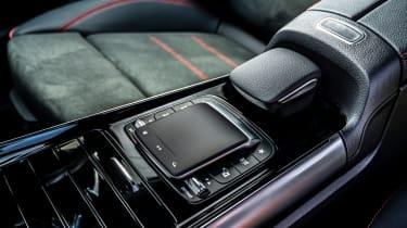 Mercedes GLA 250 e - centre console