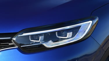Renault Kadjar - front lights
