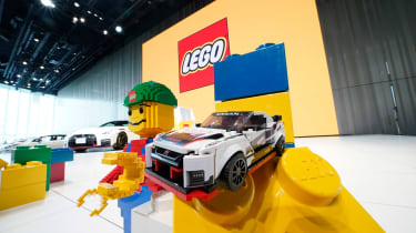 Lego Nissan GT-R NISMO - stand