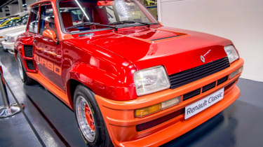 Renault 5 GT Turbo side red front