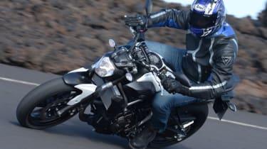Yamaha MT-07 review - lean
