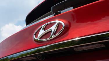 Hyundai Santa Fe - Hyundai badge