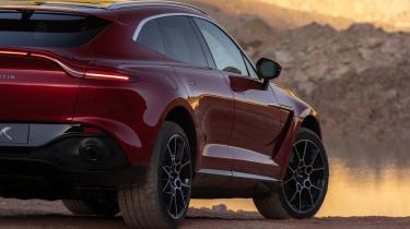 Aston Martin DBX - sand