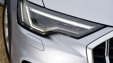 Audi A6 Allroad - front light