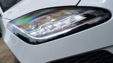 Jaguar E-Pace - front light