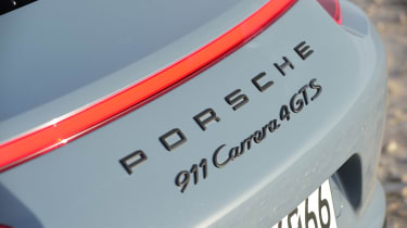 Porsche 911 Carrera 4 GTS - badge
