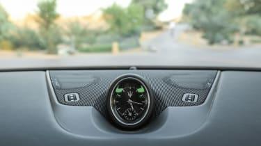 Maserati Levante - clock