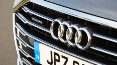 Audi A8 - grille