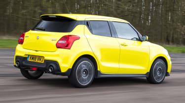Suzuki Swift Sport - rear tracking