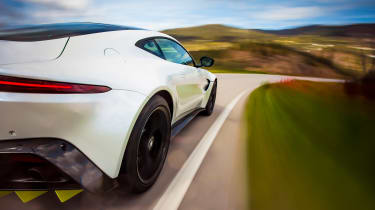 Aston Martin Vantage - rear tracking