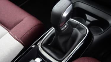Citroen C4 Cactus - gear lever