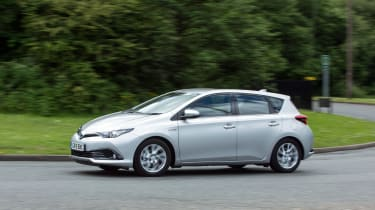 Toyota Auris Hybrid 2016 - front cornering