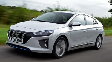 Hyundai IONIQ hybrid 2016 UK - front tracking