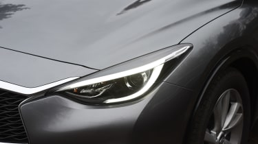 Infiniti Q30 1.6t 2016 - headlight