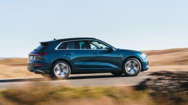 Audi e-tron - side action