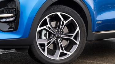 kia sportage 48v hybrid alloy wheel