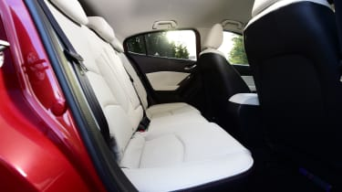 Mazda 3 2016 - rear seats