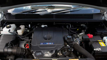 SsangYong Turismo - engine