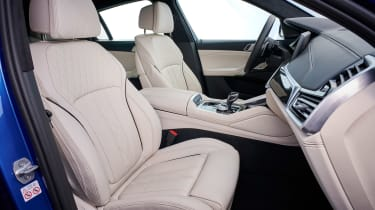 BMW X6 - front seats
