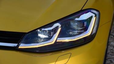 Volkswagen Golf 2017 facelift 1.5 TSI EVO - headlight