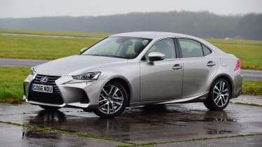 Lexus IS 300h - front static