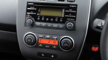Nissan Leaf Visia controls