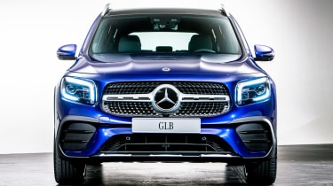 Mercedes GLB - studio full front
