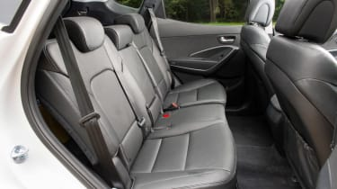 <span>The 60:40 split-fold middle seats in the Hyundai Santa Fe slide back and forth for easier access. They also fold down by the simple pull of a handle.</span>