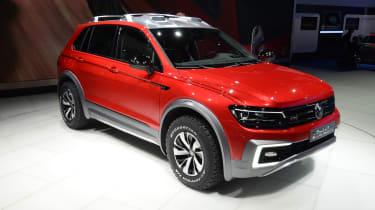 VW Tiguan GTE Active Concept - show front quarter