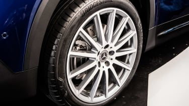 Mercedes GLB - studio wheel