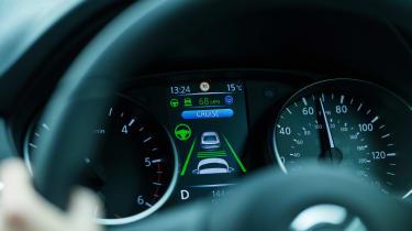 Nissan Qashqai ProPILOT - dials