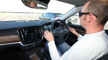 Volvo V90 vs Audi A6 Avant - autonomous V90