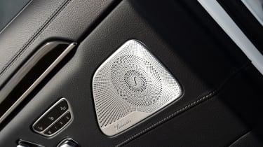 Mercedes S 560 e - speaker