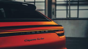 Porsche Cayenne Coupe - rearlight bar