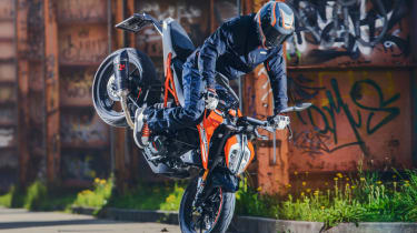 KTM Duke 125 review - front