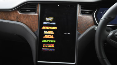 Tesla Model S Long Range - games