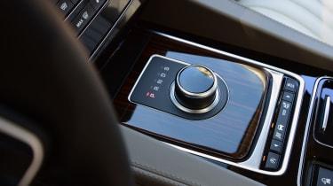 Jaguar F-Pace 3.0d 2016 - gear selector