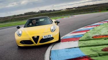 Alfa Romeo 4C Spider - front cornering